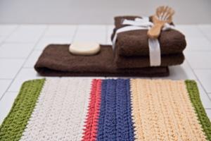 красивые вязаные коврики для ванной