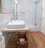 Как выбрать древесину для пола в ванной