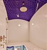 Какой потолок в ванную комнату выбрать